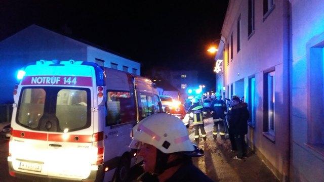Feuerwehr, Rettung und Notarzt waren vorort um die Hausbewohner zu versorgen.