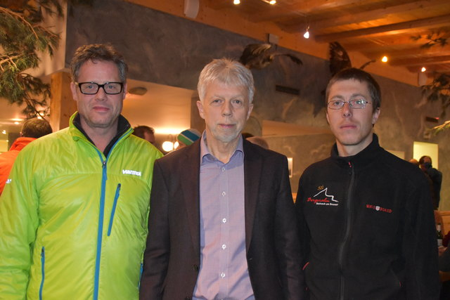 Der neu gewählte Vorstand: Obmann Kurt Hasenbacher (mi.), 1. Obm.-Stv. Hannes Stadler (li.) und 2. Obm.-Stv. Florian Raffl (re.)