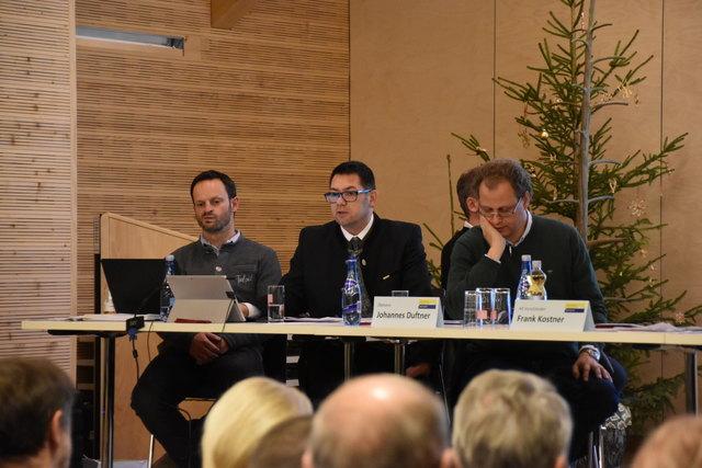 TVB-Obmann Johannes Duftner (rechts) hatte einige Fragen aus dem Publikum zu beantworten.
