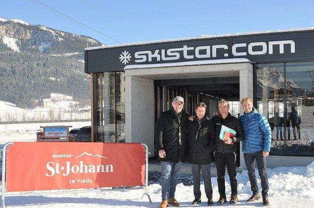 Josef Grandner, Stefan Seiwald, Manfred Bader und Gernot Riedel vor der neuen Talstation der Bergbahn St. Johann.