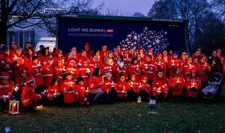 Die Mitglieder der Rot-Kreuz-Jugend bringen das Bethlehem-Licht nach Voitsberg.
