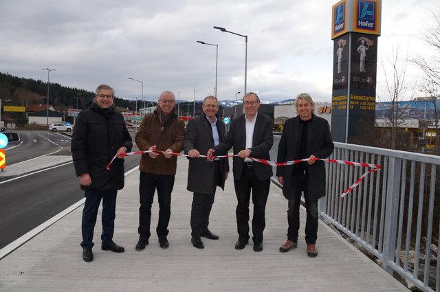 Gernot Thürschweller, Karl Petinger, Bernd Osprian, Ernst Meixner und Wolfgang Bregar eröffnen die WEZ-Brücke.
