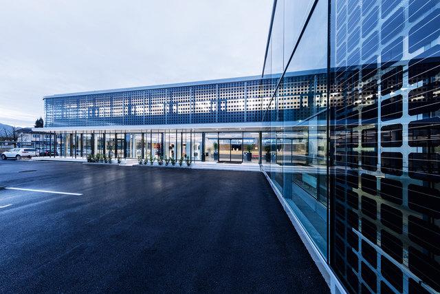 m Erdgeschoß des neuen Meetinggebäudes befinden sich der neu gestaltete Empfangsbereich sowie ein großzügiges Restaurant mit einladender Terrasse, der Mitarbeitereingang und die Betriebsküche.