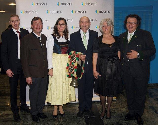 Thomas Mayr, Franz Fröschl, Bruni Fröschl, Maria Fröschl und Eduard Fröschl wünschen Hans Dengg (3.v.re.) alles Gute für den wohlverdienten Ruhestand und bedanken sich für seinen außerordentlichen Einsatz.