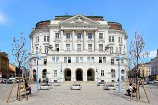 Zentrale der Floridsdorfer Bezirkspolitik: Das Amtshaus am Spitz.