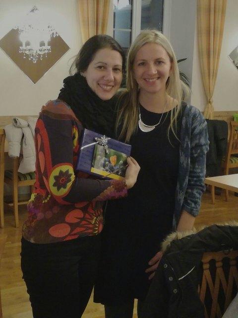 Mobile Mami Irene Baumgartner (links im Bild) mit Caritas Regionalbetreuerin Mag. Marlene Maschek