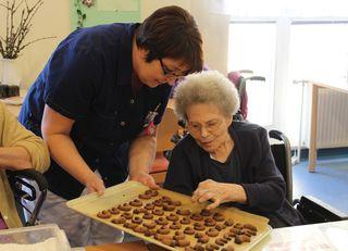 Mit den Bewohnern wurden Kekse gebacken.
