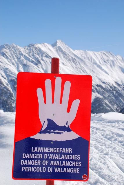 Mit dem ersten Schneefall beginnt die Saison für den Lawinenwarndienst des Landes. Eine gute Ausrüstung ist Pflicht beim Skifahren und Tourengehen.