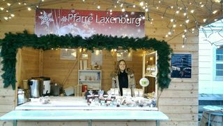 """Melanie Ortner am Weihnachtsstand der """"Tea Amo"""" in Laxenburg"""