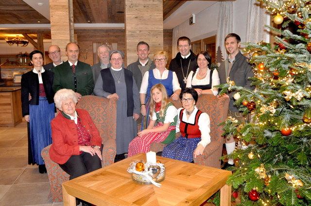 Interne Feier: Familien Riedlsperger und Kienpointner mit Erz-Abt Korbinian Birnbacher.