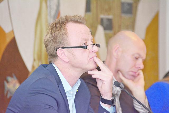 Bürgermeister Mario Abl, Stadtamtsdirektor Uwe Kroneis (v.l.).