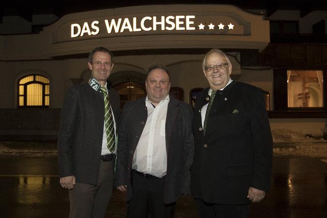 Hoteldirektor Egon Kahr (Mitte) mit den Eigentümern Manfred (li.) und KR Anton Pletzer.