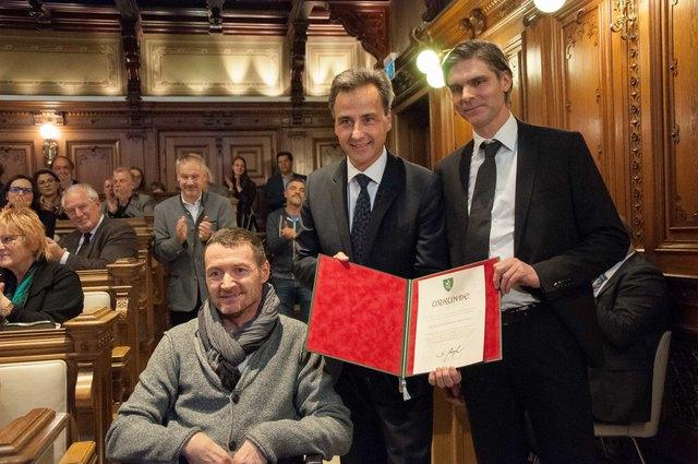 Ehre, wem Ehre gebührt: Inititator Harald Peter Schmied, Bürgermeister Siegfried Nagl, Trainer Gilbert Prilasnig