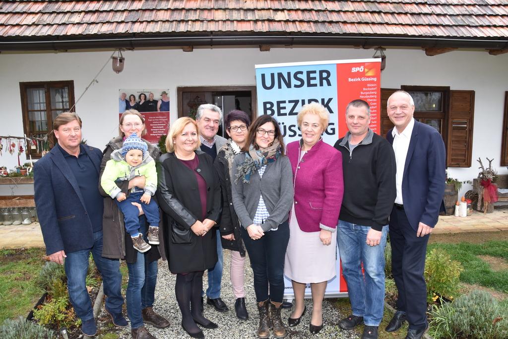 Kammerrätin Eva Weinek aus Hagensdorf (4. von rechts) führt die SPÖ-Kandidatenliste des Bezirks Güssing für die Landwirtschaftskammerwahl 2018 an.