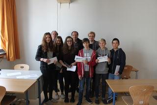 Die erfolgreichen Teilnehmer am Videowettbewerb der Steirischen Eisenstraße mit ihren Gratulanten.