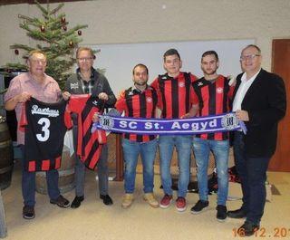 Neue Dressen für den SC St. Aegyd, Fritz Franz, Christian Mitterböck, Spieler des SC, Guido Wallner