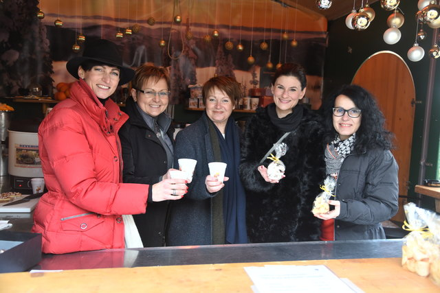 Mag. Susanna Marinic-Knittelfelder, Heidi Ruprecht, Bezirksobfrau Anna Harrer, Bezirksvorsitzende-Stv. Mag. Sigrid Wiener und Andrea Ettl.