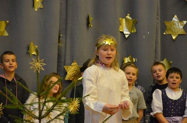 """Das Märchen """"Sterntaler"""" stimmte auf Weihnachten ein"""
