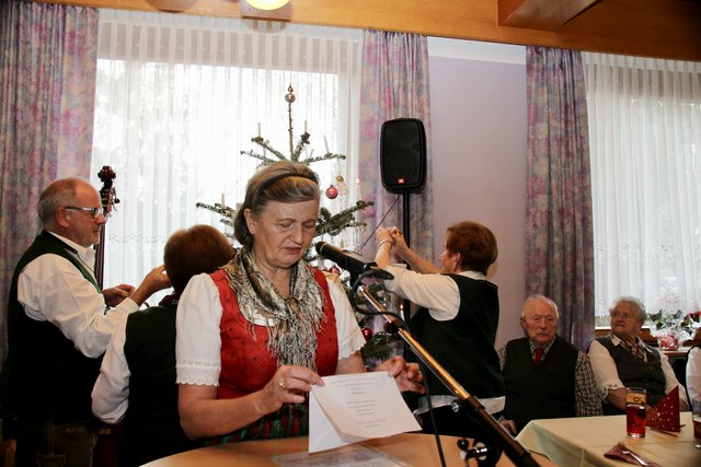 Heiter-Besinnliche Texte wurden u. a. von Maria Paier vorgetragen