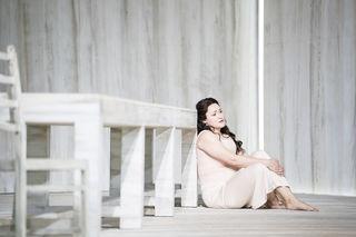 Oksana Sekerina, spielt die Rolle der Tatjana wundervoll.
