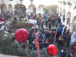 Am 3. Advent-Sonntag war Schloss Retzhof in Leitring Schauplatz des traditionsreichen Internationalen Retzhofer Kunsthandwerksmarktes.