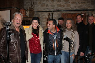 "Oliver Pobaschnig (3 v.l.) und Sylvia Masana (2 v.l.) mit Band ""Come with me"" (Foto: Ohm)"