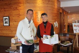 Stephan und Karin Hofinger im Bon Alpina (Meditationskarten & Gesundheitskräuterkochbuch)