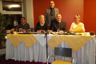 von links: Kaplan Herr Mag. Yohanes Monteiro, Frau Brigitte Reiner- Schirmbrand, Herr Reinhard Hohenegger,  Frau Edith Kalb - im Hintergrund Herr Rudolf Reiner