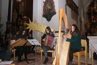 Die Famelie Hölbing begeisterte so wie alle anderen Musikerinnen und Musiker beim Adventkonzert der katholischen Männerbewegung Eibiswald.