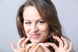 Mit dem Rauchen aufhören ist ein Vorsatzklassiker – damit die Umsetzung gelingt, soll eine Strategie verfolgt werden.