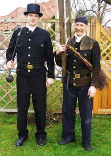 Bezirksrauchfangkehrer-Meister Markus Lindner (li.) und Hubert Pfeiffer