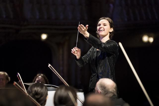 Eine wunderbare Dirigentin, Oksana Lyniv, beim Neujahrskonzert 2018 in der Oper Graz.