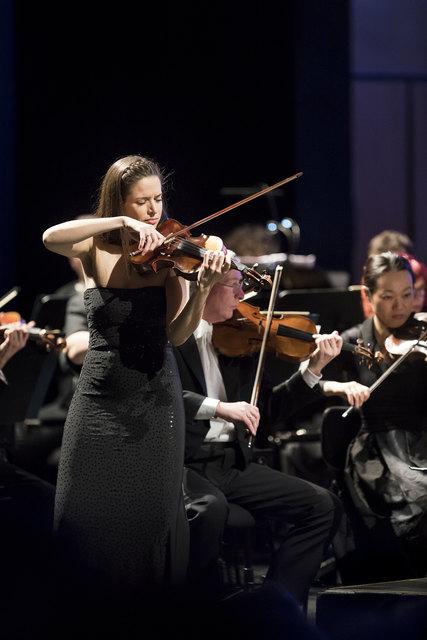 Eszter Kleinman-Stankowskybegeisterte irrsinnig mit dem Spiel aufihrer Violine.