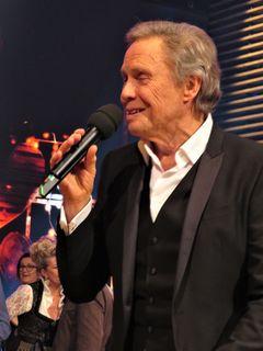 """Trotz seines Alters steht """"Peter Kraus"""" immer noch mit vollem Einsatz und großer Freude auf der Bühne um seine bekannten Melodien gekonnt zu präsentieren."""