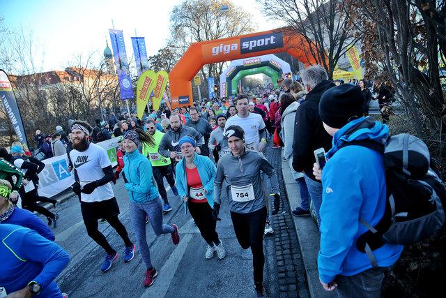 Über 1.200 Läufer gingen beim Silvesterlauf an den Start.
