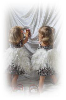 Das erste Foto von unseren Kinder hier im Forum,...ich konnte nicht anders und muss Euch dieses Foto zeigen. Habe jede menge schöner Fotos gemacht. ....hier sieht man sie auch wieder nicht:-) Die Kleider habe ich genäht und das Foto habe ich gemacht!
