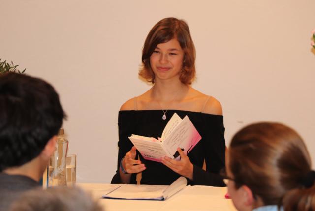 Im Kärntner Finkenstein hielt Katharina Konrader kurz vor dem Jahreswechsel eine Lesung vor 30 Gästen.
