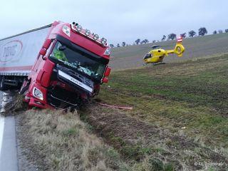 Als ein Lkw-Fahrer einem Feldhasen ausweichen wollte, kam es in Moosham, Gemeinde Grieskirchen, zu einem Verkehrsunfall.