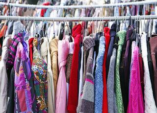 Alte Kleidung muss nicht immer gleich im Müll landen.