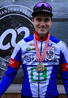 Er kam, sah und siegte: Junior-Cycling-Fahrer F. Ritzinger