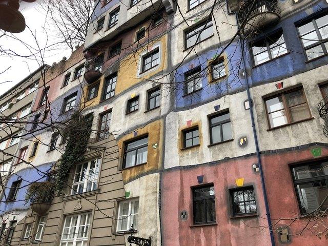 Im berühmten Hundertwasserhaus an der Ecke Kegelgasse/Löwengasse gibt es 52 Wohnungen.