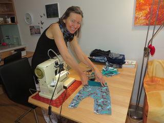 """Silvia Müller fertigt in ihrer Schneiderei """"Einfach Nähen"""" von der Babykleidung bis zum Yogaoutfit und sämtliche Änderungswünsche an."""