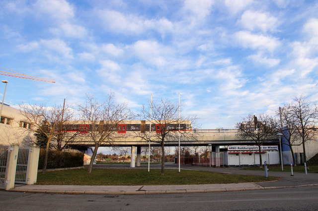 Die U-Bahn Station soll einen zweiten Zugang bekommen, denn bald werden in unmittelbarer Nähe 18 neue Wohnungen fertiggestellt.