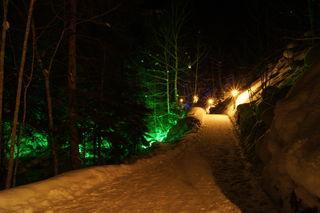 Der Bachweg ist von Einbruch der Dunkelheit bis 22.30 Uhr beleuchtet.