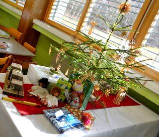 Unser Christbaum und die Weihnachtsgeschenke unseres Wichtelspiels