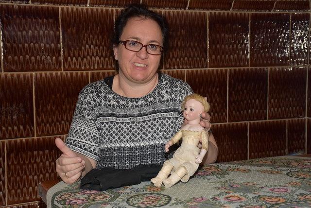 Julia Lehner zieht mit ihren Puppen auf Burg Kranichberg, NÖ