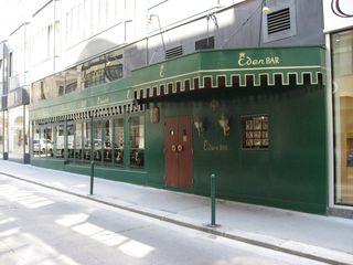Die Eden Bar ist mehr als 100 Jahre alt. 1974 wurde sie von Nachtklub-König Werner Schimanko übernommen, viele prominente Besucher gingen seitdem ein und aus.