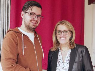 Nationalratsabgeordnete Ulrike Königsberger-Ludwig (re) und SJ-Landesvorsitzender Mirza Buljubasic begrüßen die deutliche Verbesserung für Lehrlinge.