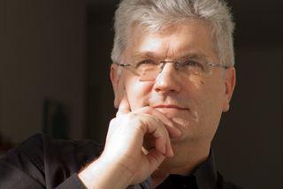 Christian Scholz wurde in Vöcklabruck/Oberösterreich geboren und lehrt seit 1986 an der Universität des Saarlands in Saarbrücken.
