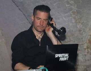 """""""Paranoid""""-Veranstalter Werner Nowak steht auch selbst als DJ Eraserhead hinter dem DJ-Pult."""
